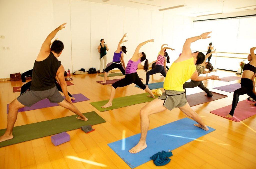 clase-de-yoga decateam